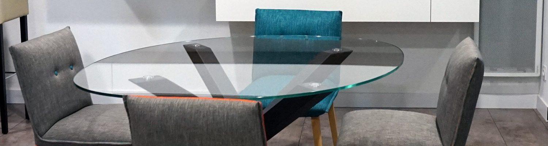 Table design en verre et pied acier