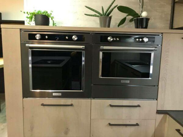 alignement de fours kitchenaid noirs avec tiroir chauffant