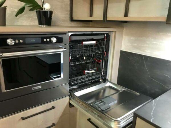 lave vaisselle Kitchenaid placé en hauteur