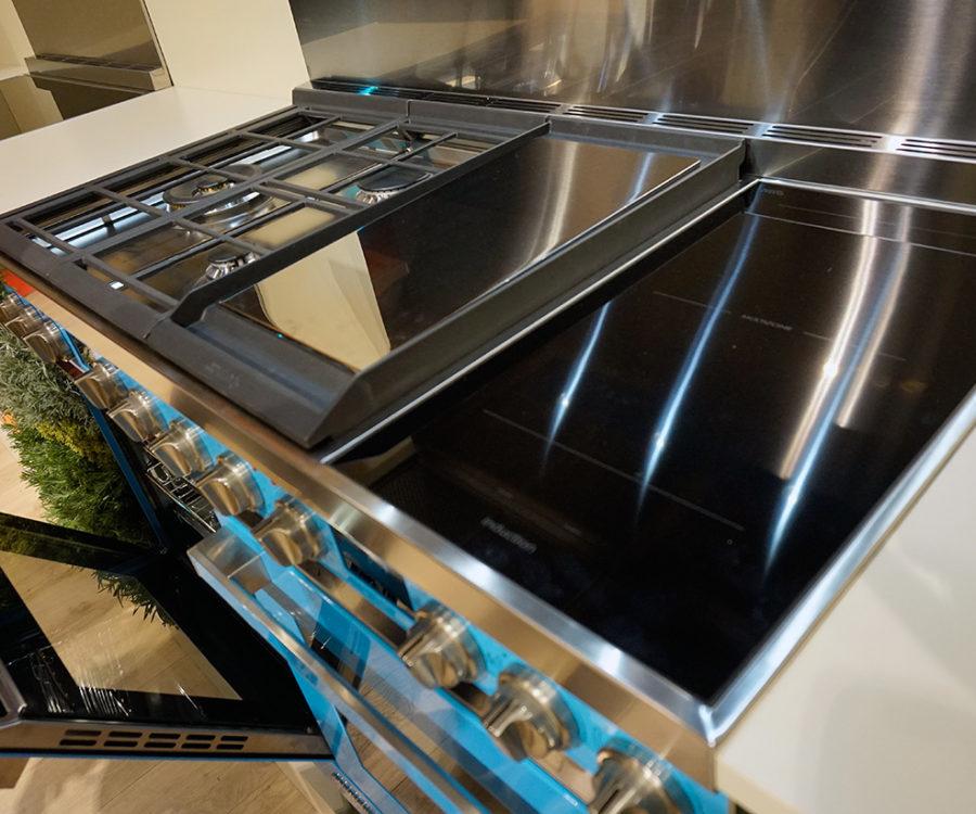 piano de cuisson avec table induction et plaque coup de feu