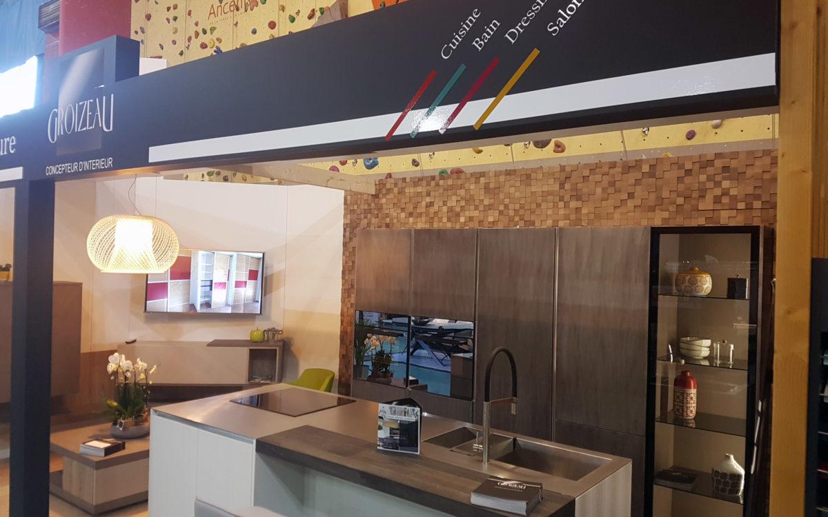 Le coin cuisine au Salon de l'habitat d'Ancenis du stand Groizeau