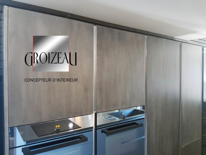 Gorges verticales sur les placards de la cuisine