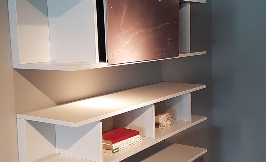 meubles suspendu avec niches ouvertes et placards coulissants finitions verre imprimé
