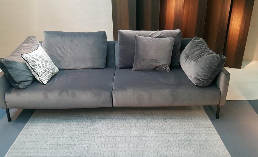 Canapé en tissus finition velours gris