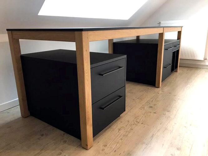 Plateau de bureau en Fenix et élément sous bureau en Fenix