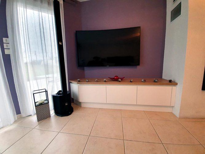 Un petit buffet Tv suspendu à Carquefou