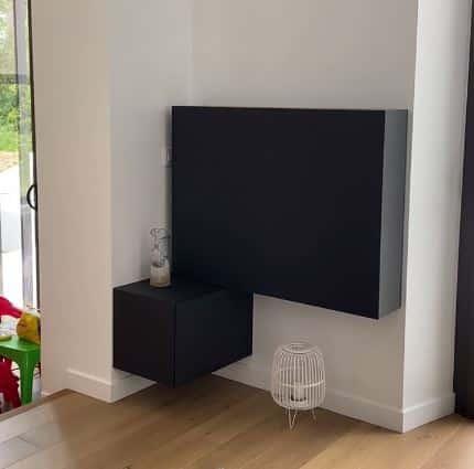 meuble coulissant qui cache automatiquement la télévision